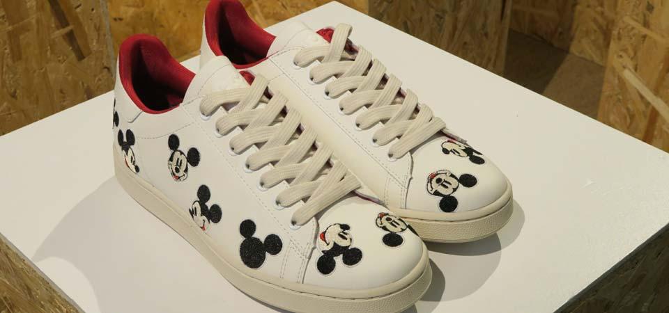 MOA interpreta Mickey Mouse