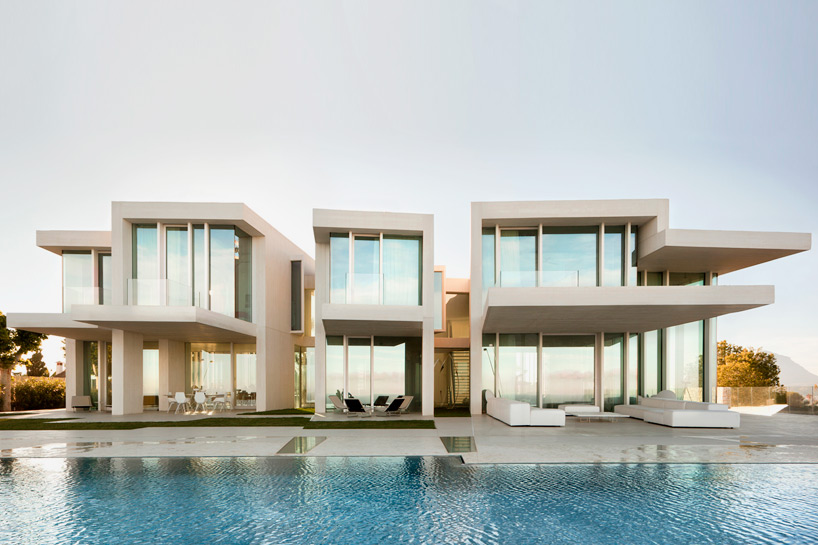 ramon-esteve-estudio-casa-sardinera-house-alicante-designboom-02
