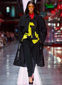 Ferrari: fashion di lusso e sfilata contro l'effetto merchandising